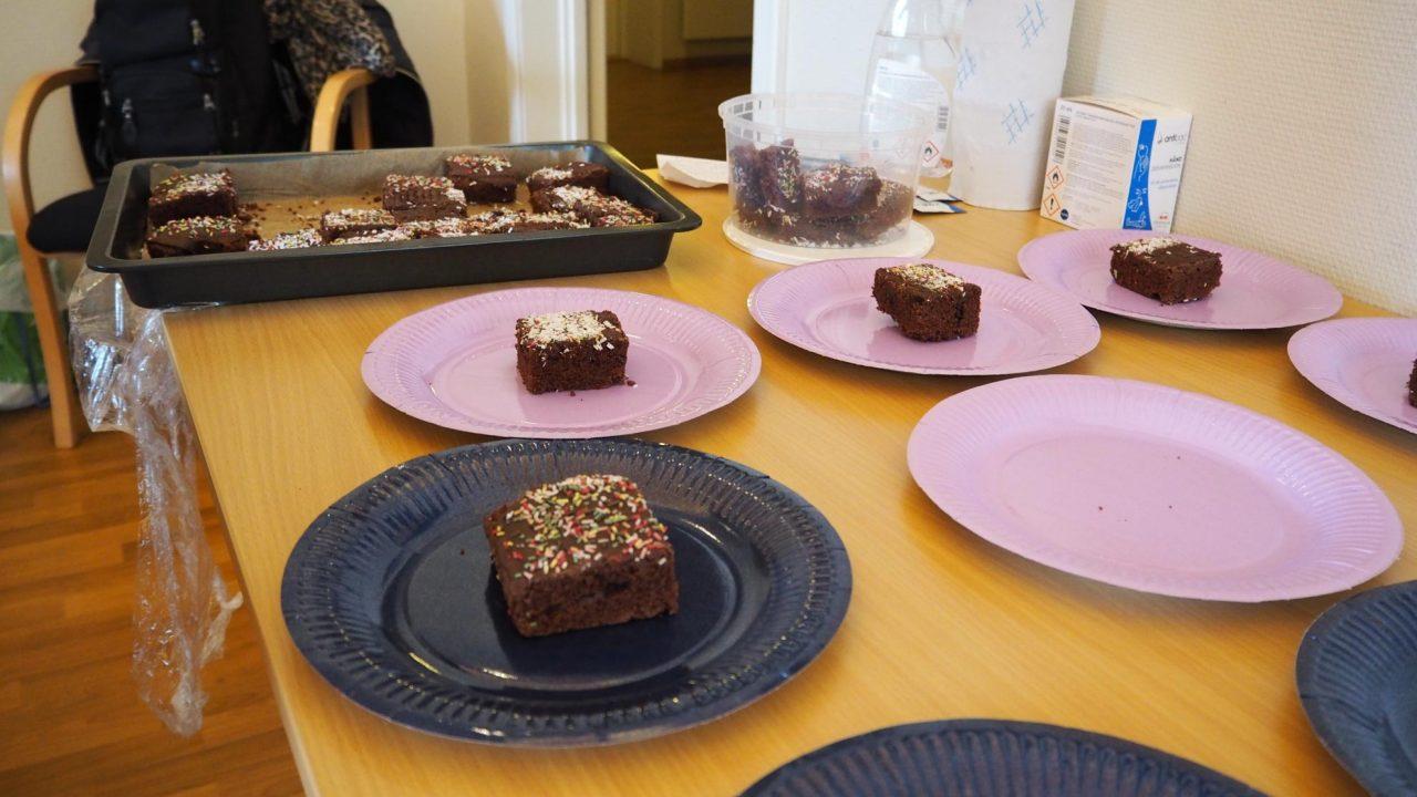 Litt sjokoladekake å bite i etter møte på Jesus fest 9. mai 2020.