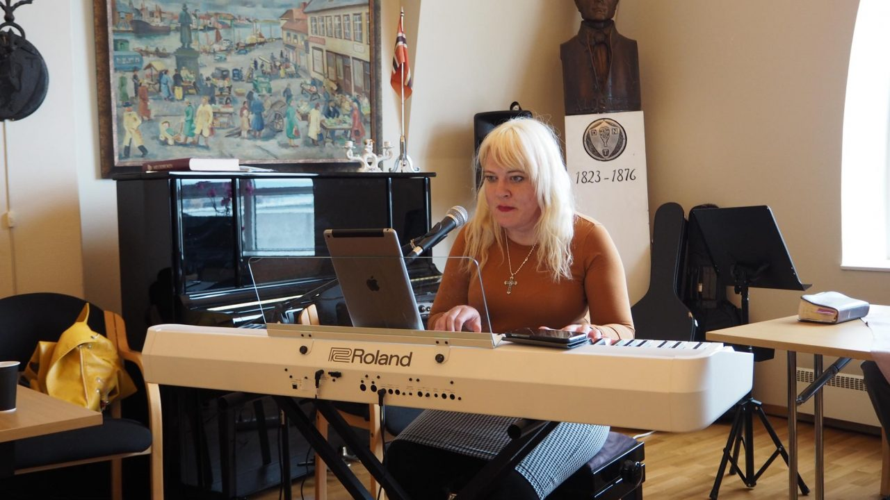 Gunhild-Malena Friis Oma-Marken sang nydelig under Jesus fest. Bilde 9. mai 2020